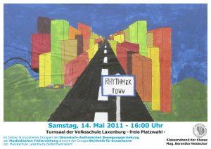 Plakat Rhythmik Town - Fluchtpunktzeichnung Straße durch Großstadt